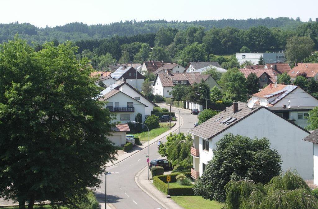 Lebach, ein nicht alltägliches Angebot, mod. sonnige Penthousewohnung, 2 gr. Terr., zentr. ruh. Lage