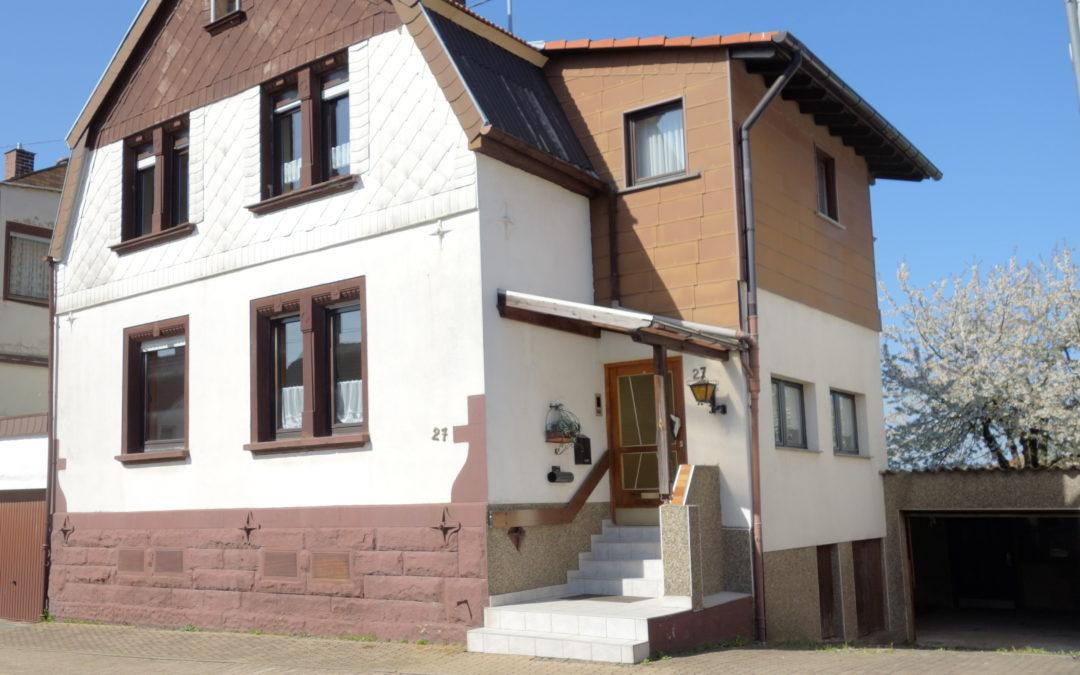 Heiligenwald, 1-2 Familienhaus, zentrale, ruh. Lage, Garten, Kaminzimmer mit Kachelofen