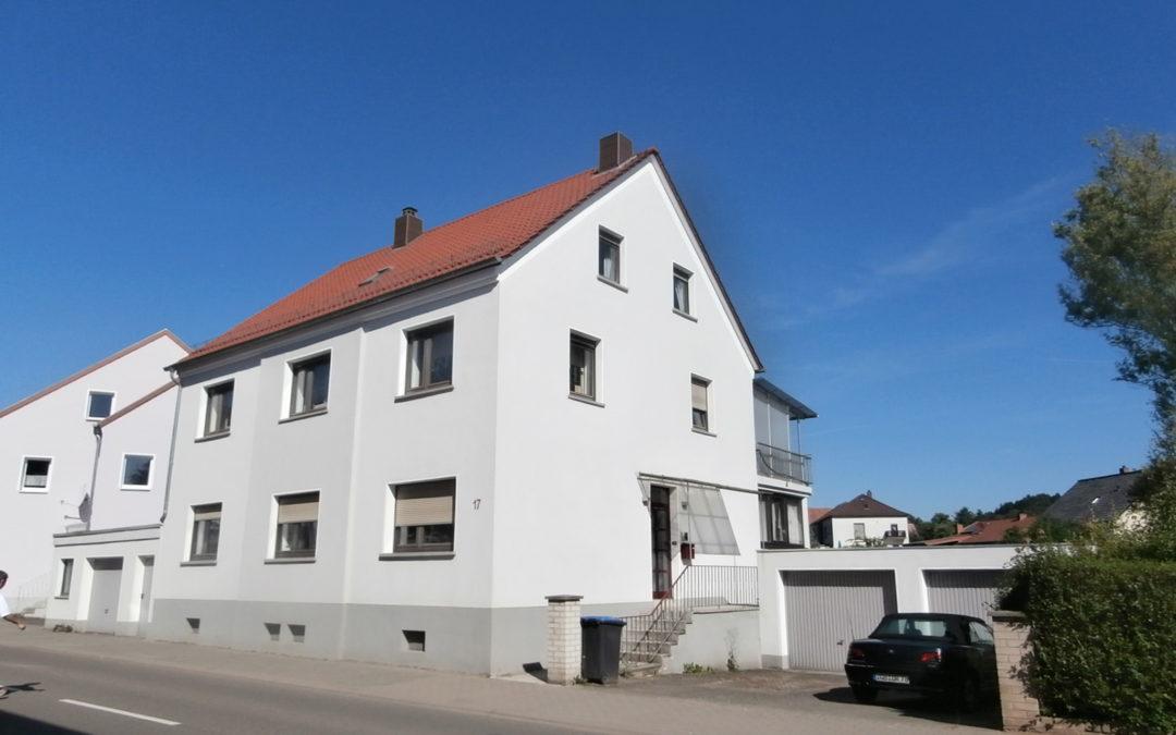 großzügiges und freistehendes 1-2 Familienhaus mit 3 Garagen