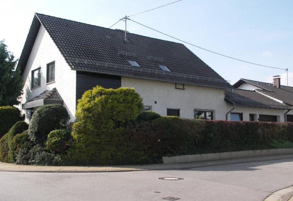 2 FH mit Nebengebäude 2 ZKB mit eigenem kleinen Garten