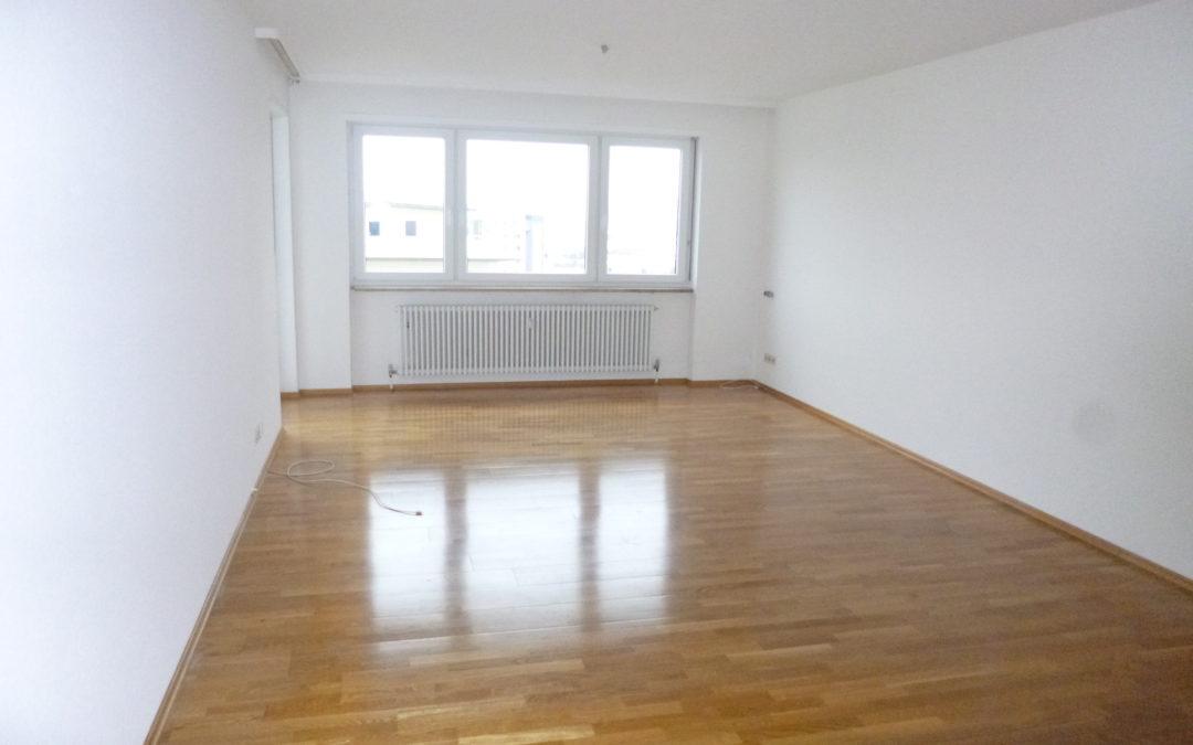 großzügige 2 ZKB Wohnung mit Balkon und EBK – fußläufig in die Innenstadt